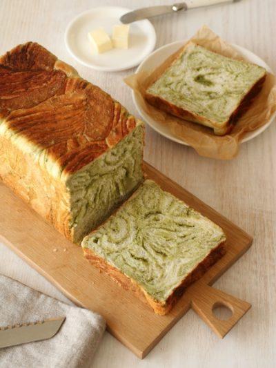 抹茶の折り込み角食パン